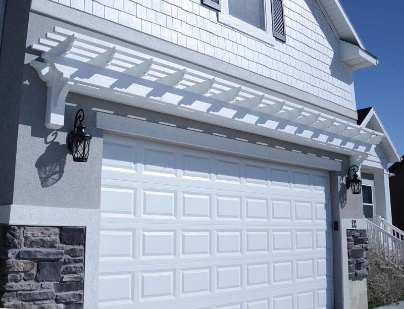 Attached garage pergola