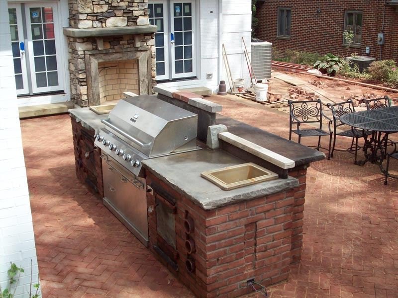 Outdoor bar and bbq area
