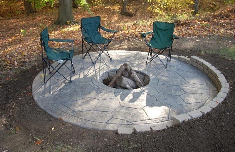 Concrete patio designs fire pit