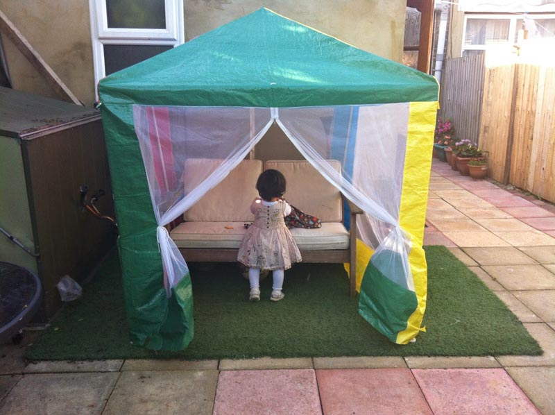 Kids deluxe gazebo with mesh wall panels (2)