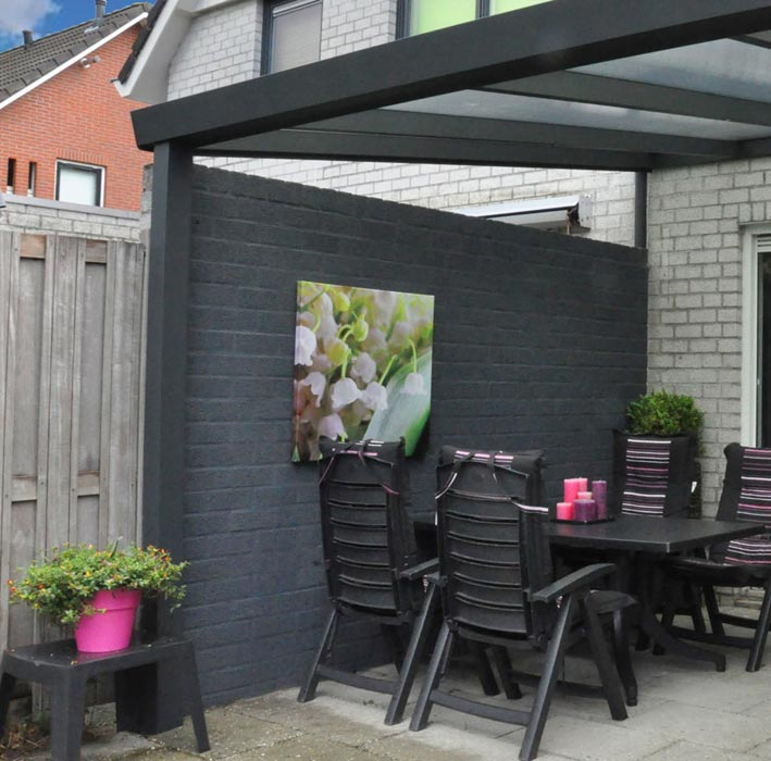 Wall mounted gazebo with sides