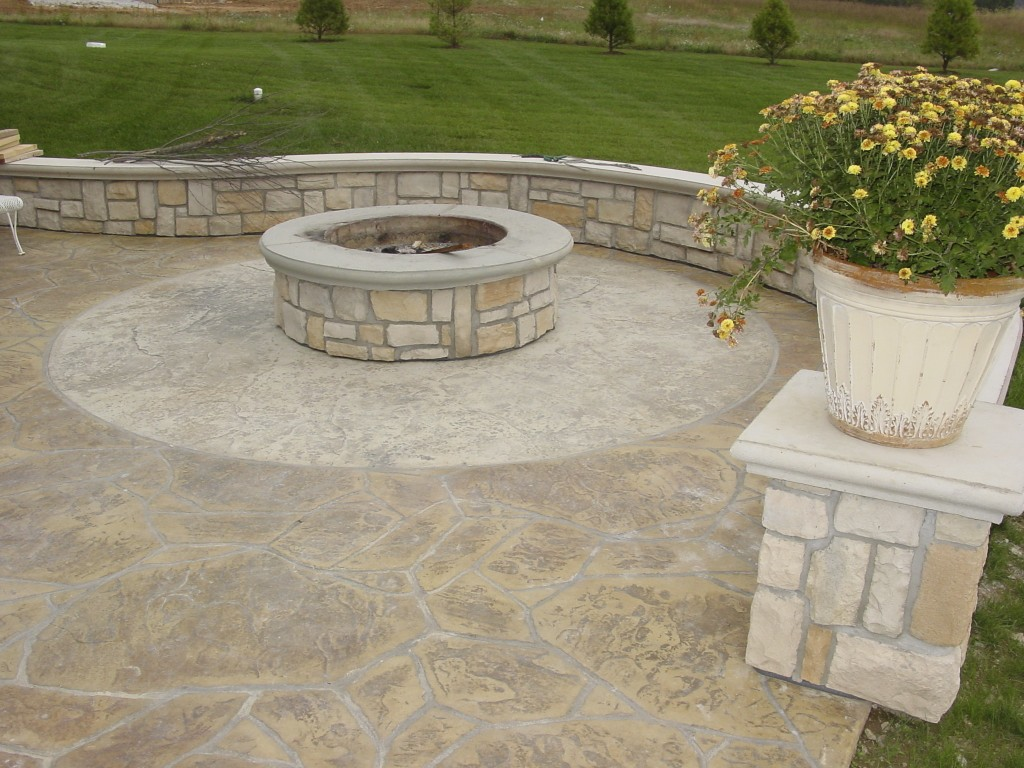 How to build a pit on concrete patio concrete patio ideas for Concrete fire pit plans