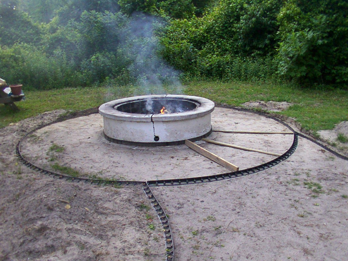 ... Concrete Patio With Fire Pit