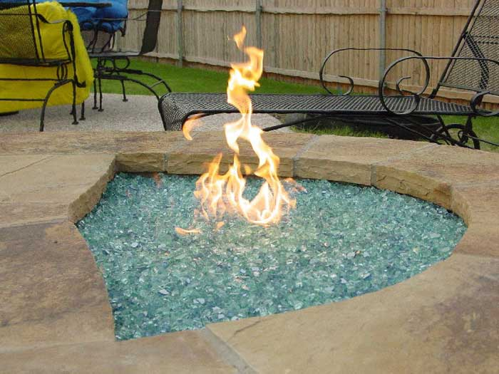 Gas outdoor fire pit glass
