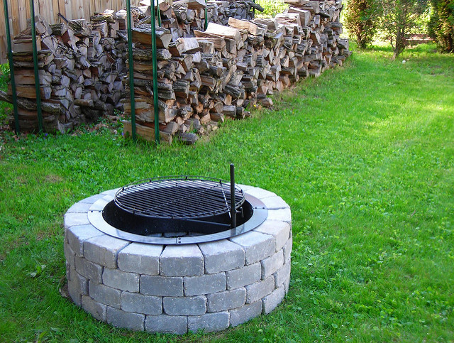 cooking backyard bbq campfire barbeque locust firepit stumps pyromaniac petrifiedwood stonefoundation mancave homegardengardeningspring2009yarddirtbangormichiganpavingbricksgarageretainingwalldrivewayherbstomatoespepperseggplantauberginepeaslettucespringmixlettucesgreenbeansscallionsdillbasilcilantroorganicincometaxes pethikemou jeanniedugansanders