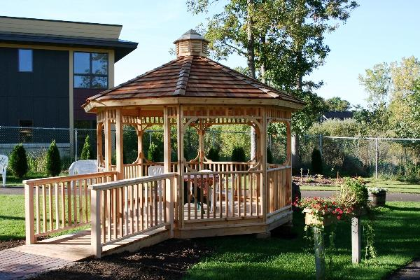 Common octagon screened gazebo