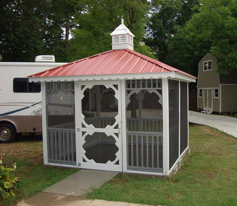 Metal gazebo: suggestions and tips for home owners