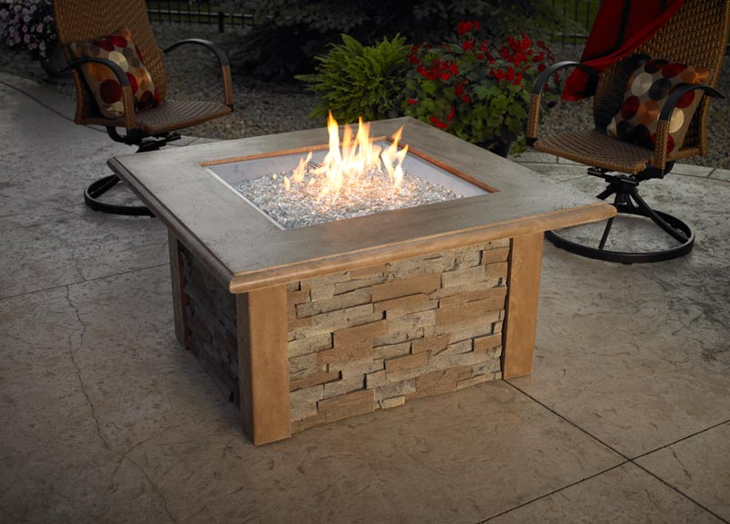 Gas outdoor fire pit