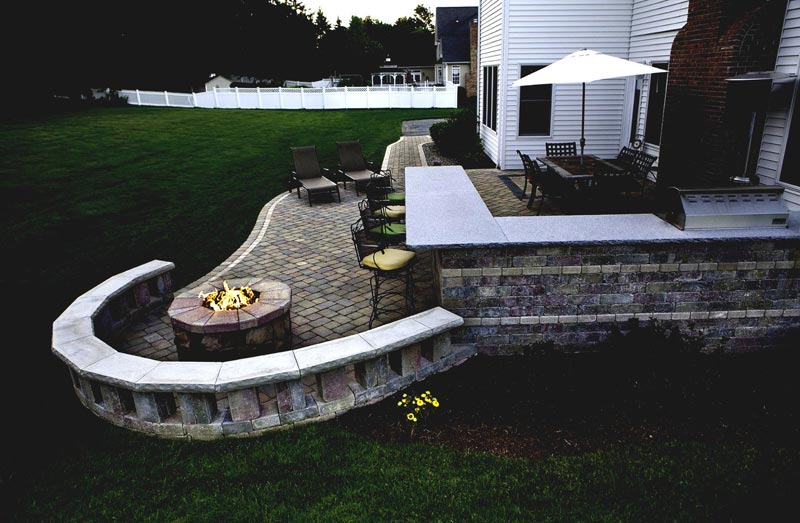 Outdoor patio designs with fire pit
